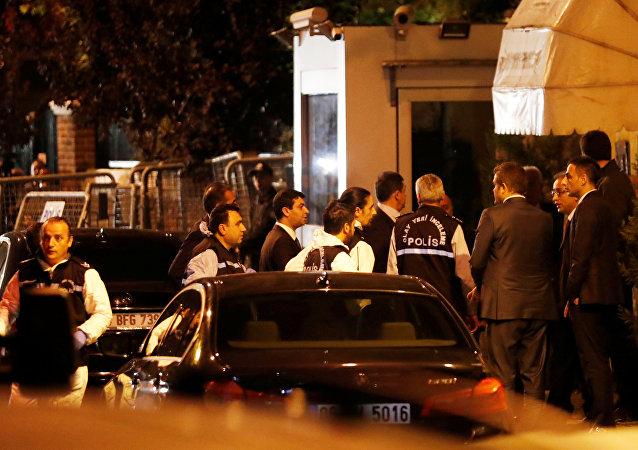 La policía turca en el Consulado General de Arabia Saudí en Estambul
