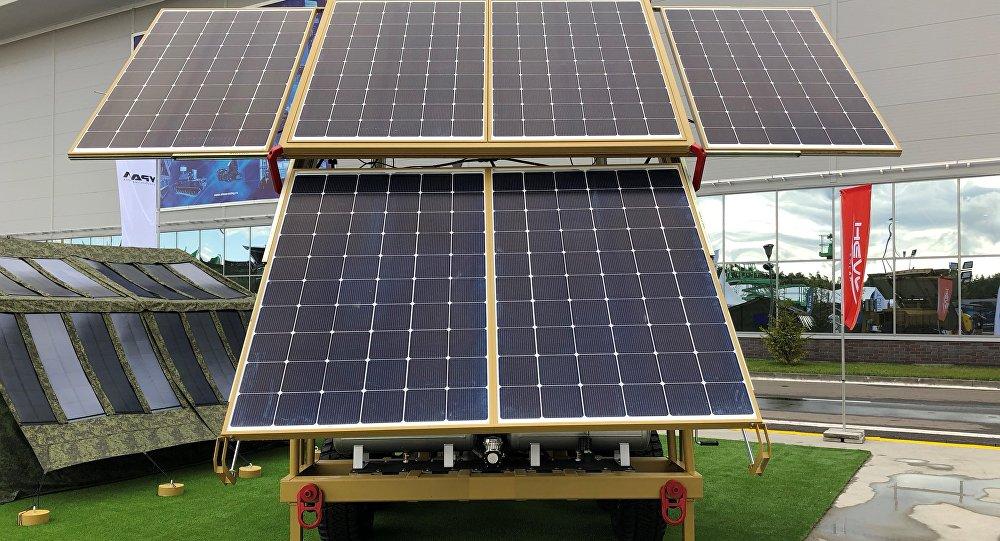 La planta solar móvil de Hevel con paneles desplegados