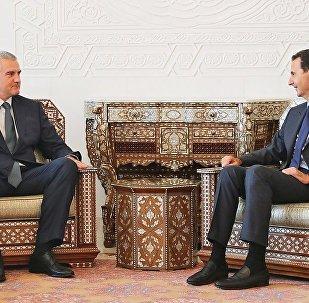 El líder de la república de Crimea, Serguéi Aksyonov, y el presidente de la República Árabe Siria, Bashar Assad.
