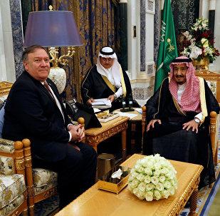 El secretario de Estado de EEUU, Mike Pompeo y el rey de Arabia Saudí, Salman bin Abdulaziz