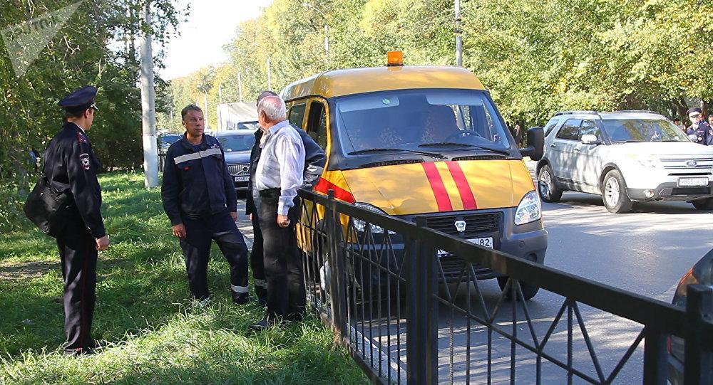 La policía en el Сentro de formación profesional de la ciudad rusa de Kerch donde tuvo lugar una explosión