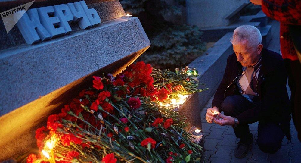 Homenaje a las víctimas de la masacre en Kerch, Crimea