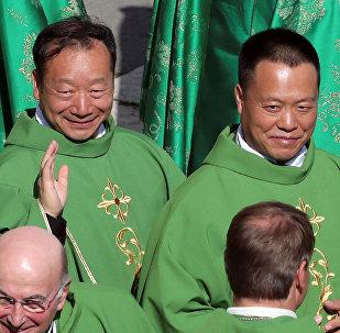Los obispos chinos John Baptist Yang Xiaoting y Giuseppe Guo Jincai en el Vaticano