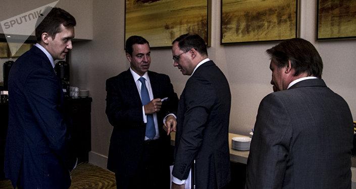 Paulo Carreño de Pro-México y Alexéi Grúzdev, viceministro de Industria y Comercio de Rusia