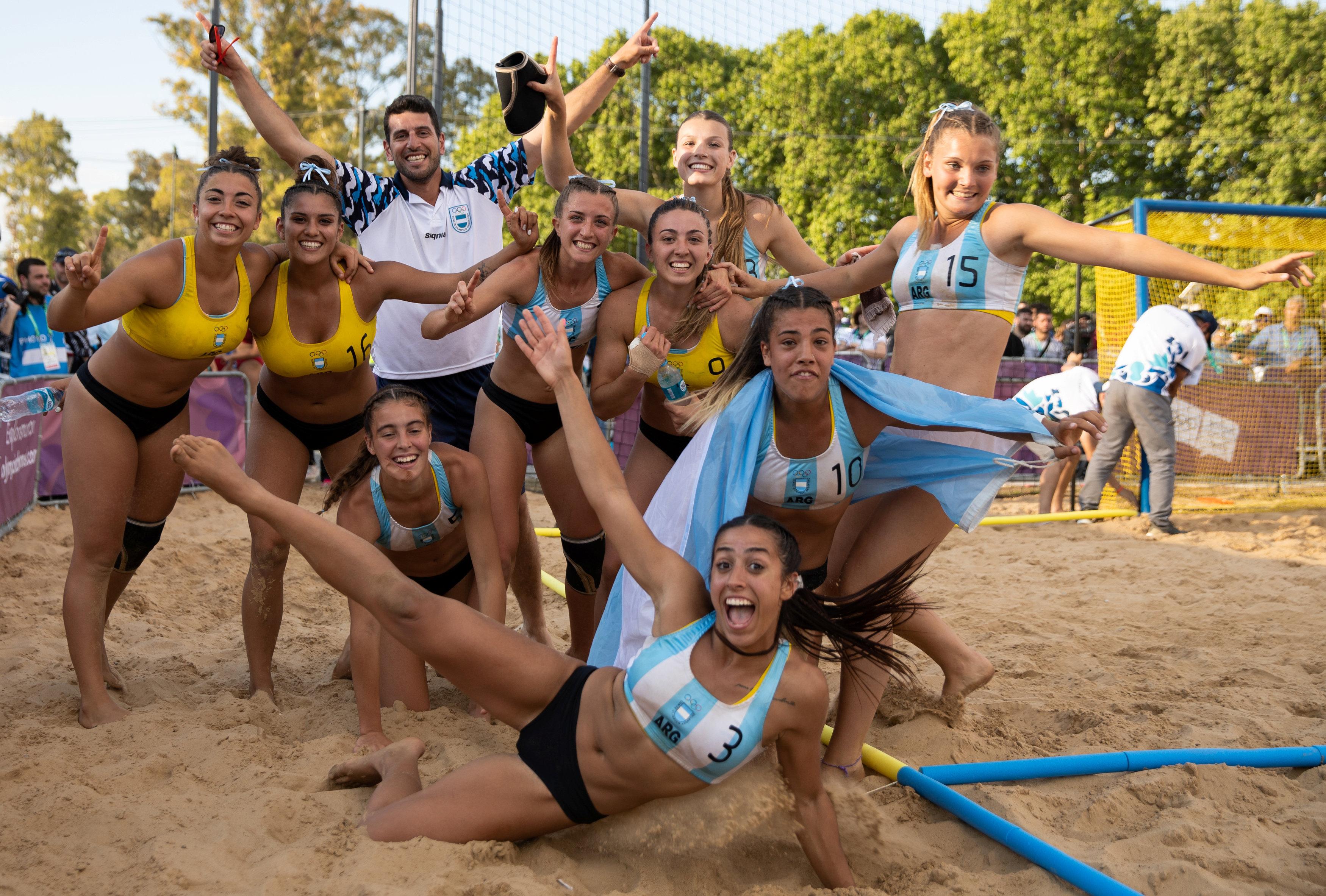 Las Kamikazes, selección argentina de handball de playa durante los Juegos Olímpicos de la Juventud