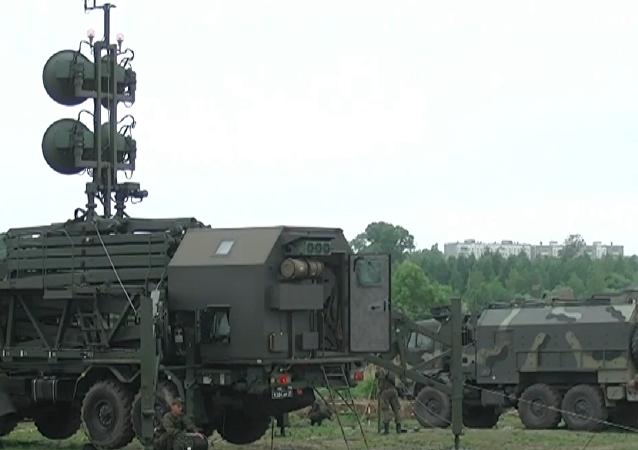 Los soldados de transmisiones rusos muestran todas sus habilidades