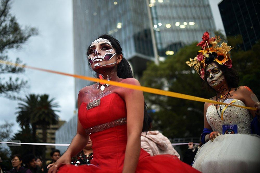 Desfile de Catrinas mexicanas en vísperas del Día de los Muertos