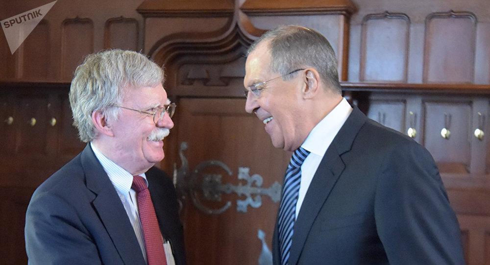 John Bolton, asesor de Seguridad Nacional de la Casa Blanca, y Serguéi Lavrov, ministro de Exteriores ruso (Archivo)