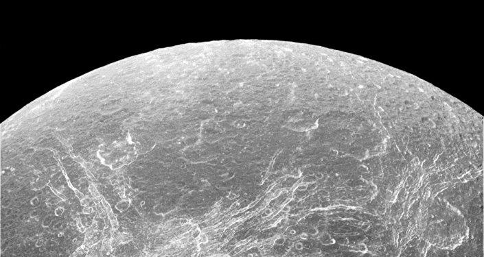 Dione, satélite potencialmente habitado de Saturno