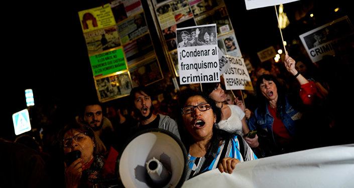 Protestas en Madrid en contra del traslado de los restos de Francisco Franco