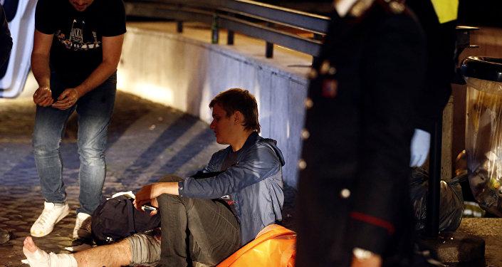 Un hincha ruso tras el colapso de una escalera mecánica en Roma