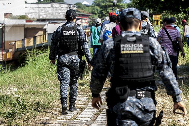 Elementos de la Gendarmería vigilan la Caravana de Madres Centroamericanas en busca de Familiares Desaparecidos en su visita al Río Suchiate
