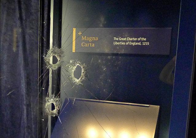 Daños en la vitrina que contenía la Carta Magna en la catedral de Salisbury