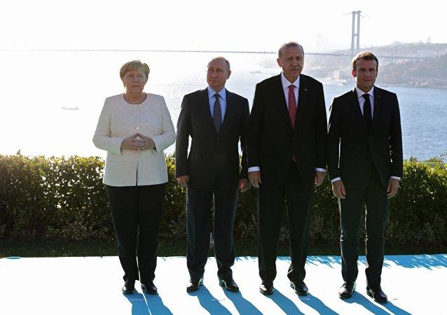 Los líderes de Alemania, Rusia, Turquía y Francia durante la reunion en Estambul