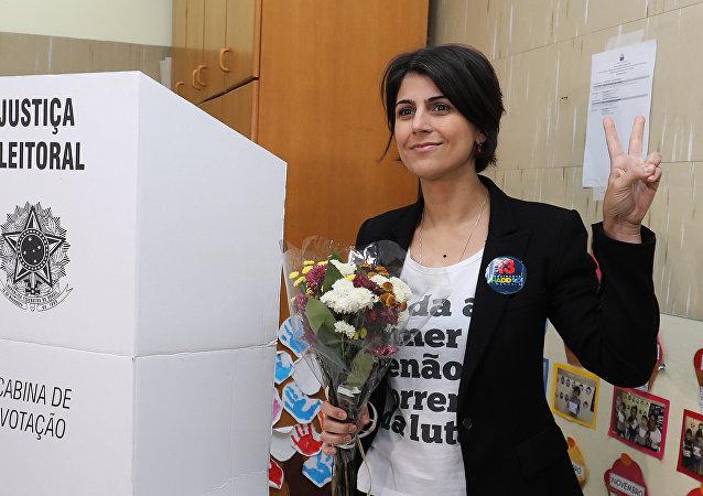Manuela D'Avila, la vicecandidata de la fórmula electoral de Fernando Haddad, votó en el Colegio Santa Ines, en Porto Alegre