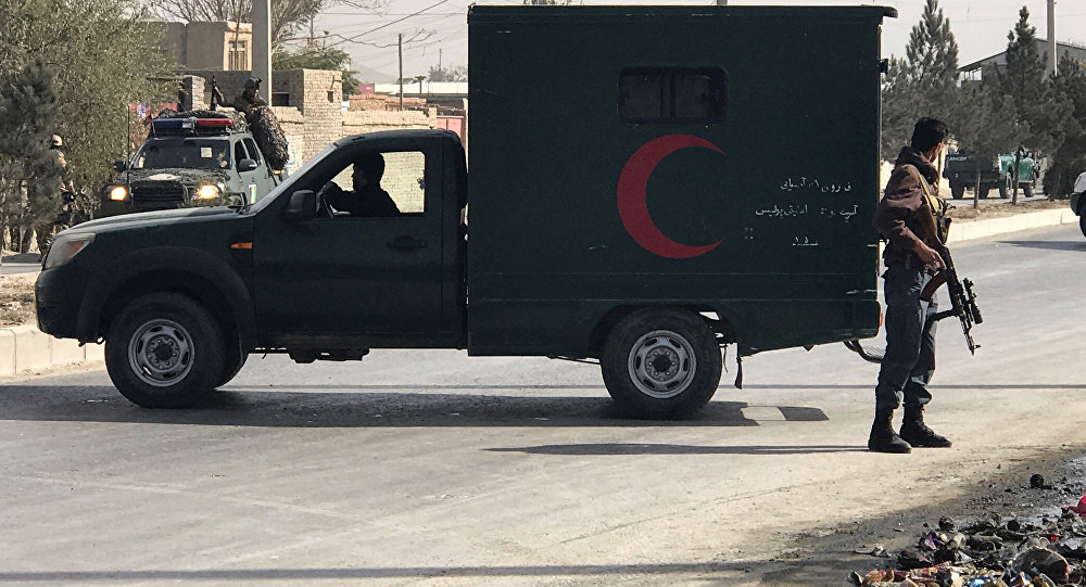 Un policía afgán cerca del lugar del ataque