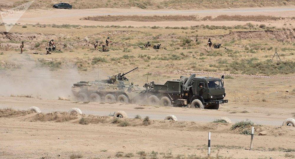 Los vehículos blindados de la 201 base militar rusa emplazada en Tayikistán
