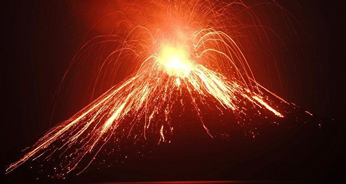La erupción del volcán Krakatoa (julio de 2018)