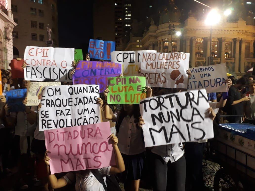 Vulneran derechos de 12 brasileños por marchar contra Bolsonaro