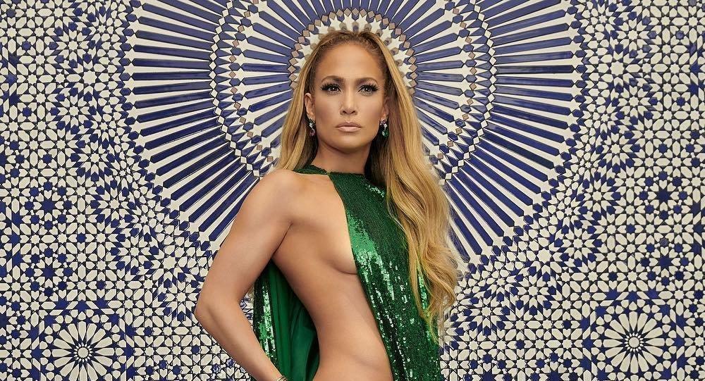 94828b7737 Jennifer Lopez deja a todos boquiabiertos con un sugerente atuendo (fotos)