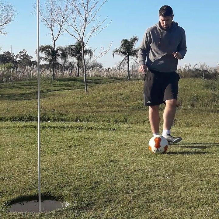 Edison Méndez, jugador de footgolf