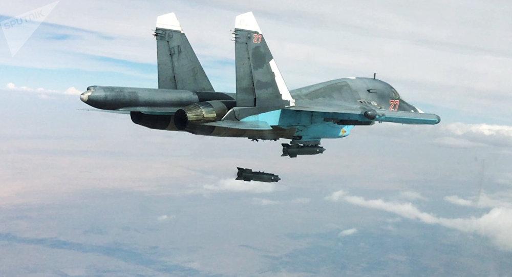 Un Su-34 ruso lanza una bomba (imagen referencial)