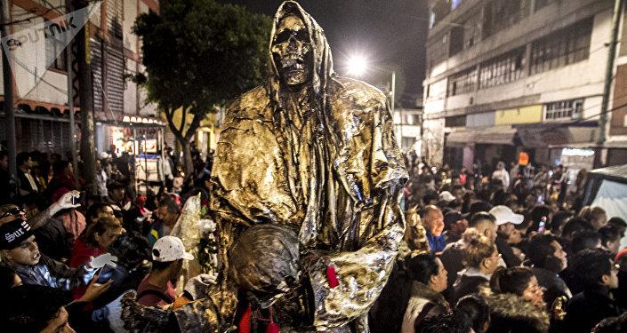 Escultura de la Santa Muerte fabricada en la cárcel especialmente para para recibir el día de muertos