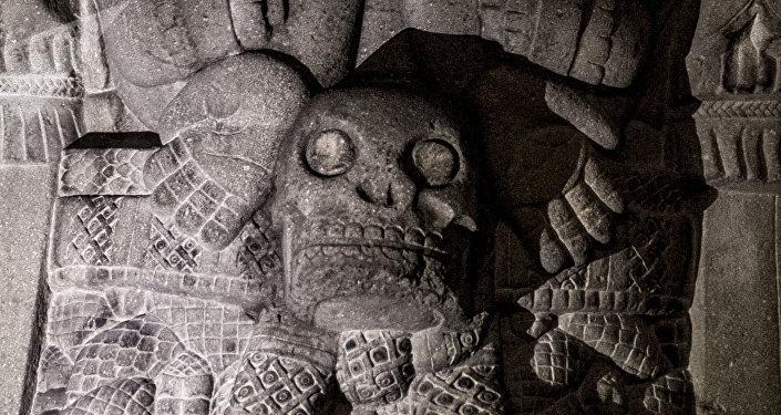Escultura de Coatlicue, diosa de la vida y la muerte en la tierra