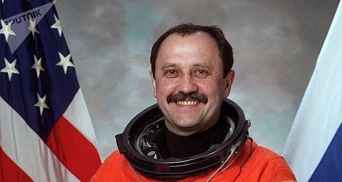 El cosmonauta ruso Yuri Usachov