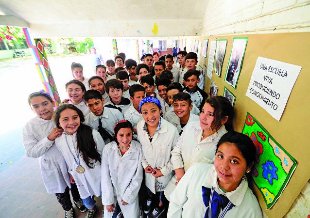 Alumnos de la escuela N° 319 de Montevideo, Uruguay, integrantes del proyecto Entre bichitos