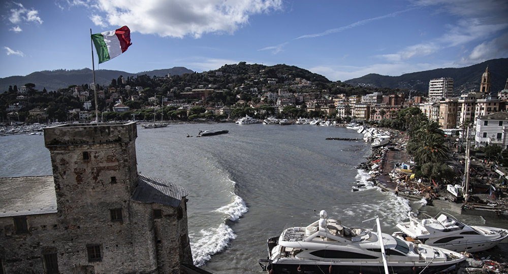 Yates y lanchas destruidas en una localidad cerca de Génova, Italia