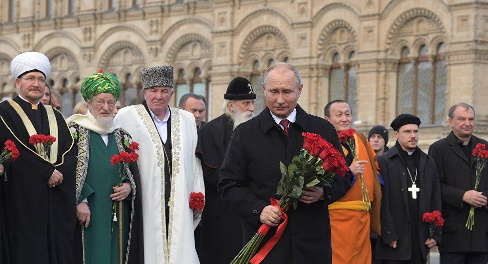 Vladímir Putin, presidente de Rusia, con los líderes religiosos del país el Día de la Unidad Popular, 4 de noviembre de 2018, Moscú (Rusia)
