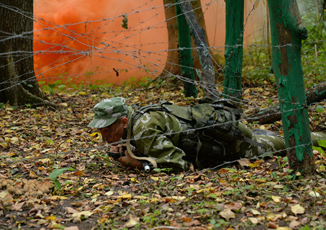 Un oficial de la inteligencia militar rusa durante las maniobras