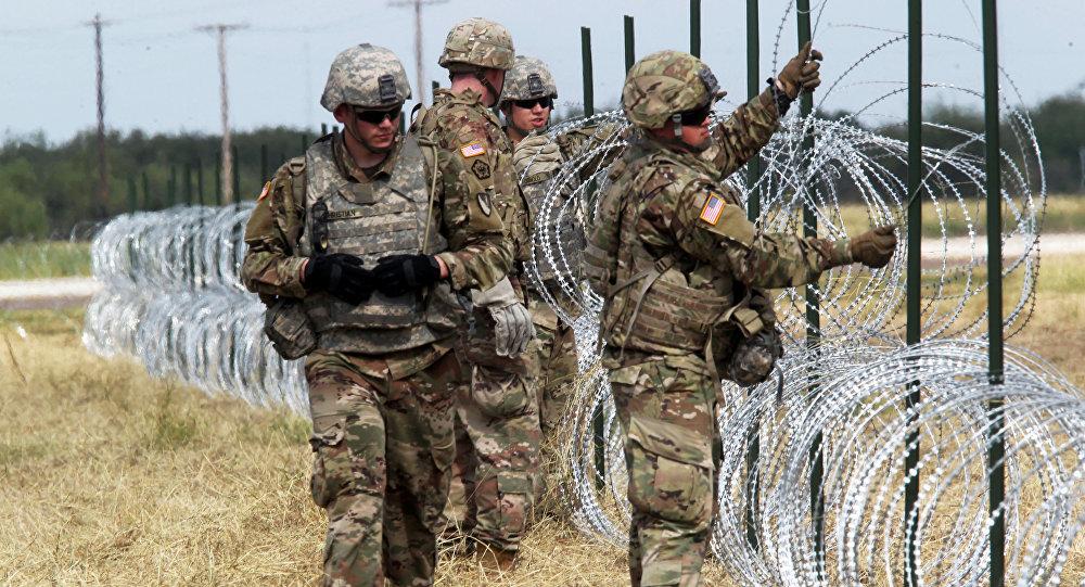 Militares de EEUU en la frontera con México