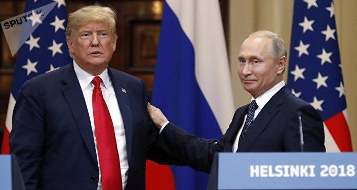Los presidentes de EEUU, Donald Trump, y Rusia, Vladímir Putin, sostienen un encuentro el 16 de julio de 2018 en Helsinki (Finlandia)