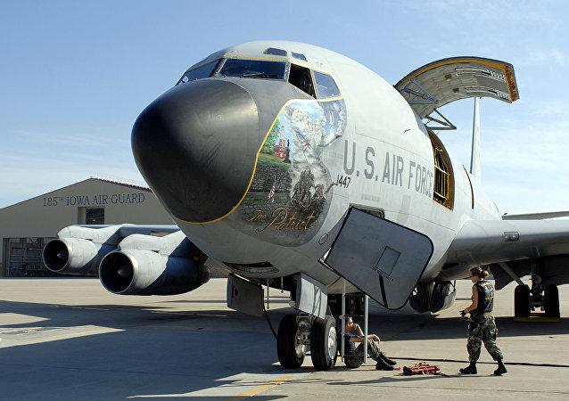 Imagen referencial de un KC 135, uno de los aviones de reaprovisionamiento de combustible que EEUU quiere desplegar en Uruguay durante el G20