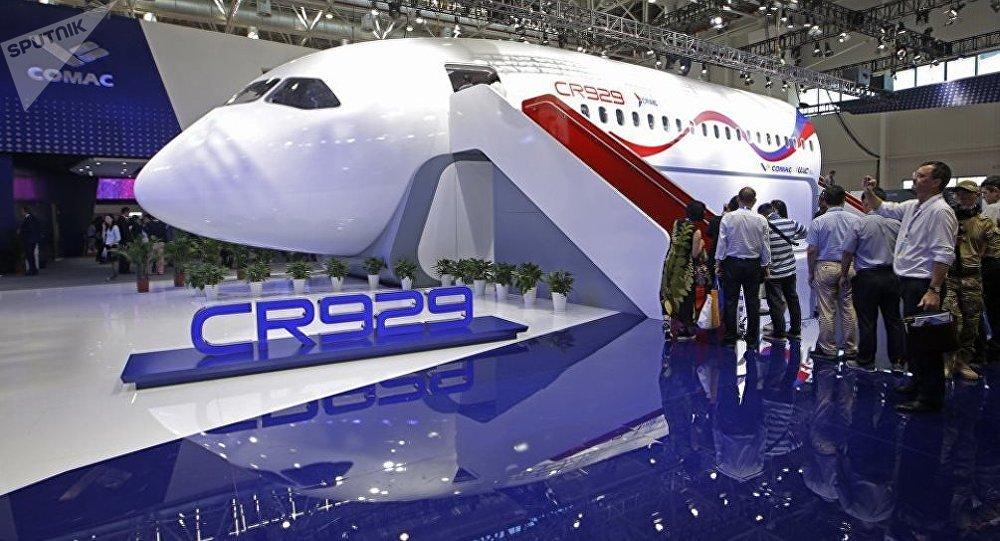 El avión ruso-chino CR929-600 presentado en el Salón Internacional de Aeronáutica de Zhuhai (China)