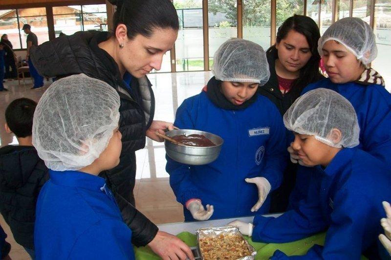 Alimentación saludable, una de las premisas para ser un buen astronauta según la escuela chilena