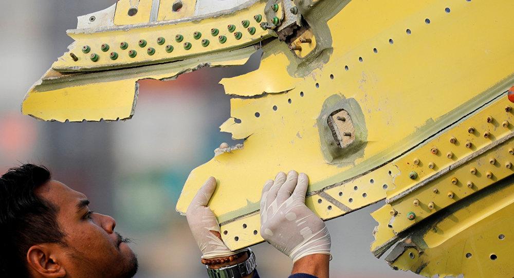 Fragmento del avión de la compañía Lion Air siniestrado en Indonesia