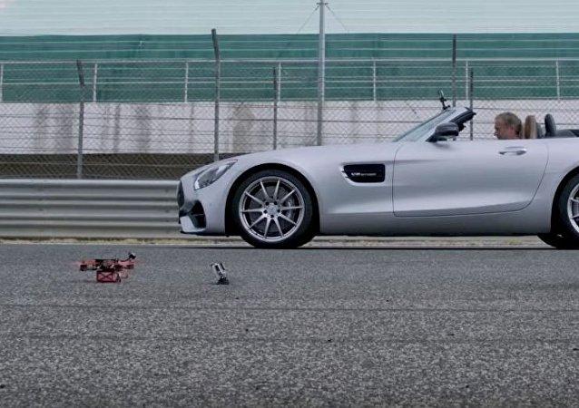 Carrera entre un dron y un auto