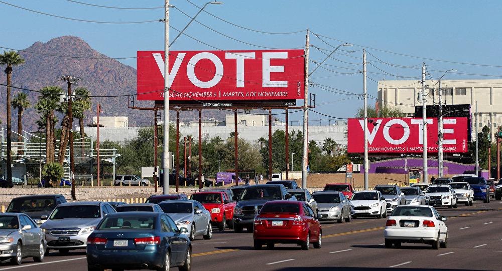 Unos carteles que llaman a votar en elecciones de medio mandato en EEUU