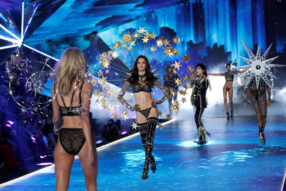 Los sugerentes ángeles de Victoria's Secret se apoderan de Nueva York