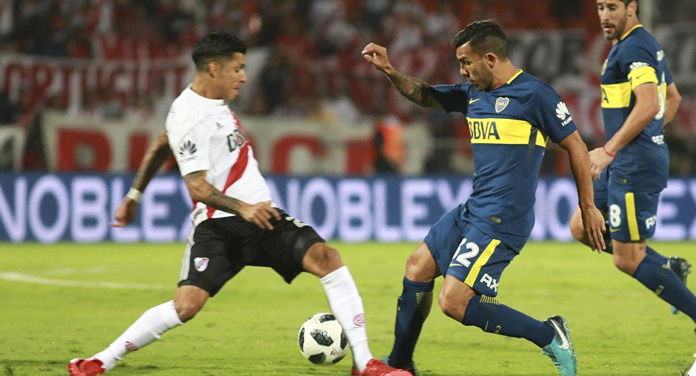 Enfrentamiento entre Boca Juniors y River Plate durante la final de la Supercopa Argentina en Mendoza, el 14 de mayo de 2018