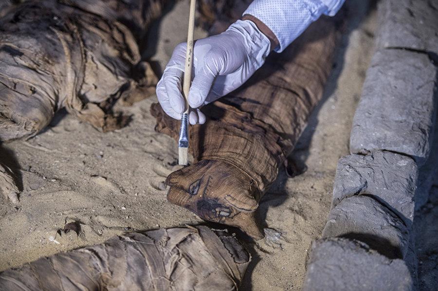 Excavación arqueológica en una tumba del emplazamiento de Saqqara