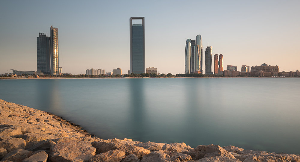 Arabia Saudita reducirá exportación de crudo por caída de precios