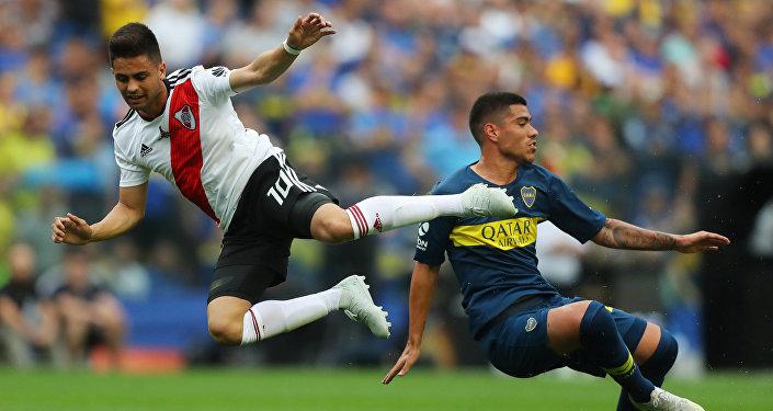 Gonzalo Martínez de River Plate contra Lucas Olaza de Boca Juniors
