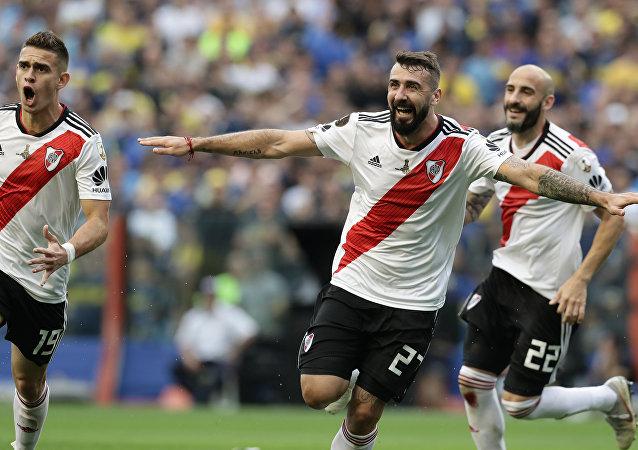 Los momentos más impactantes del superclásico de la Copa Libertadores