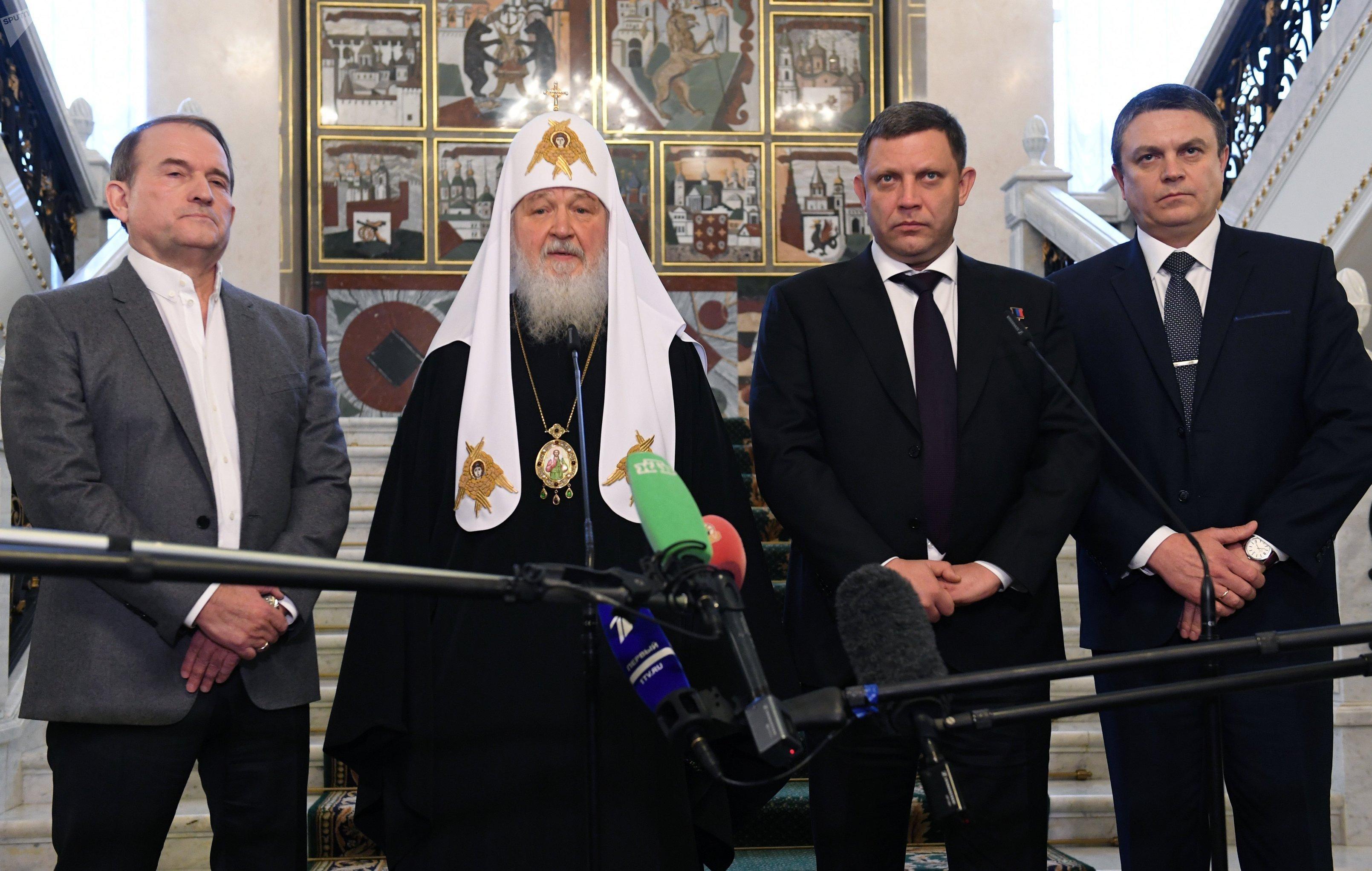 Leonid Pásechnik junto con Alexandr Zajárchenko, el patriarca de Moscú y toda Rusia, Kirill, y el líder del movimiento Elección Ucraniana-Derecho del Pueblo, Víctor Medvedchuk