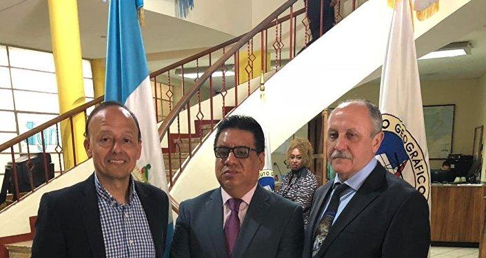 Edwin Roquel (c) YUri Usachov (d) Vinicio Montoiya (i)