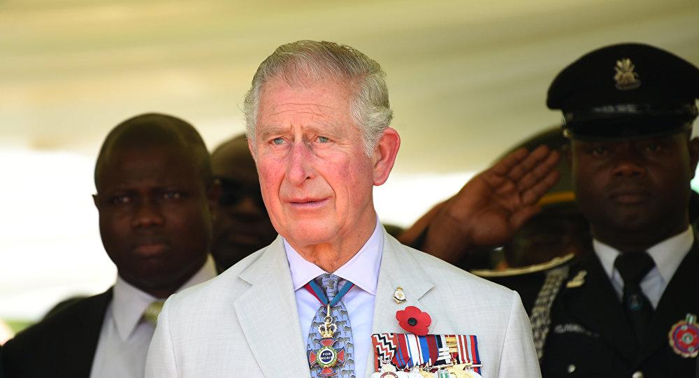 Carlos, príncipe de Gales, conmemora el honor de los héroes caídos en las dos guerras mundiales en Abuja, Nigeria
